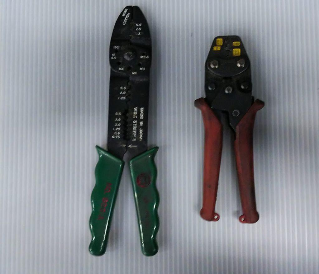 2種類の電工ペンチの写真