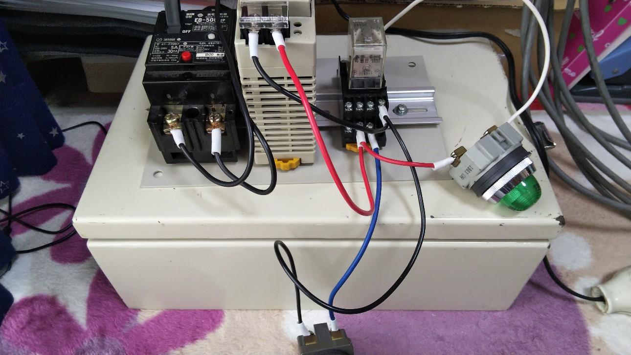 リレー回路のイメージ写真