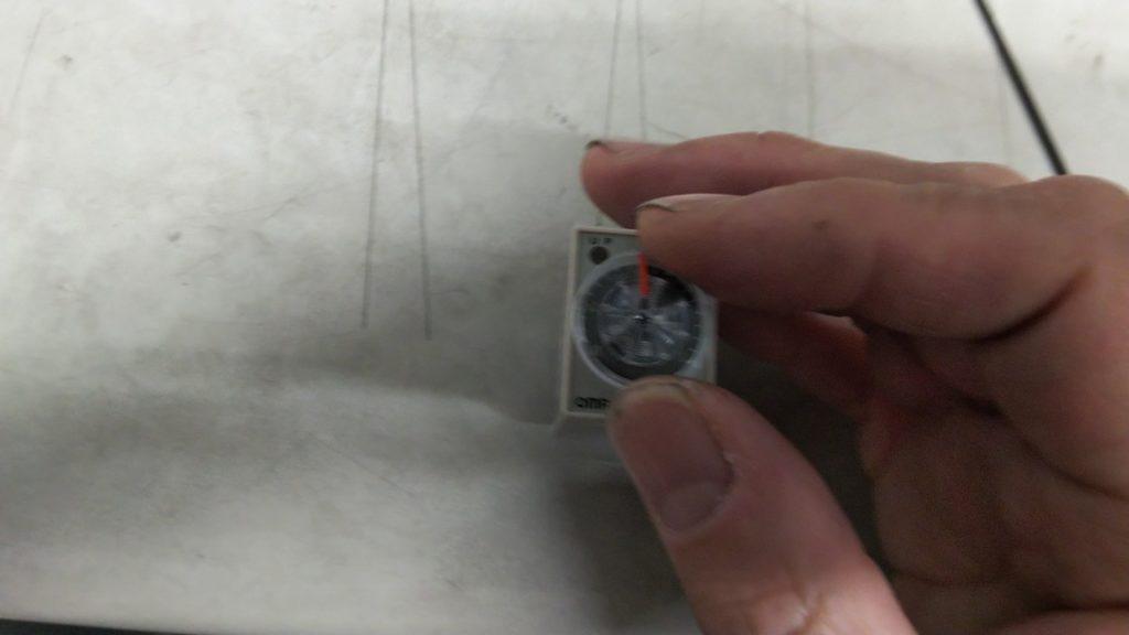 タイマリレー ダイヤル調整の写真