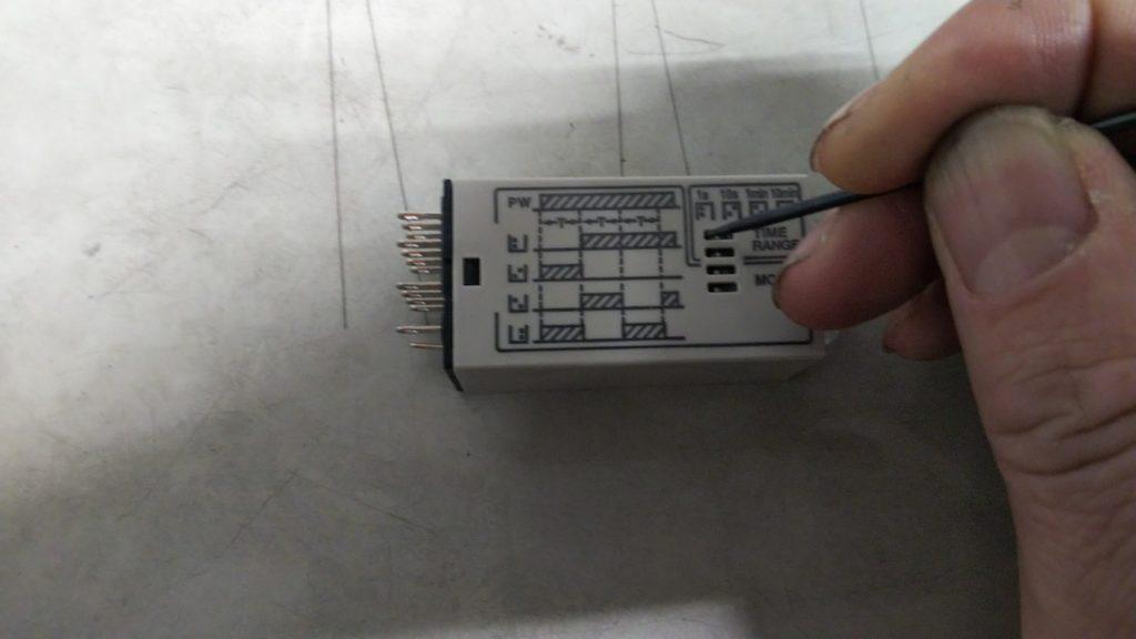 ディップスイッチの操作の解説用写真