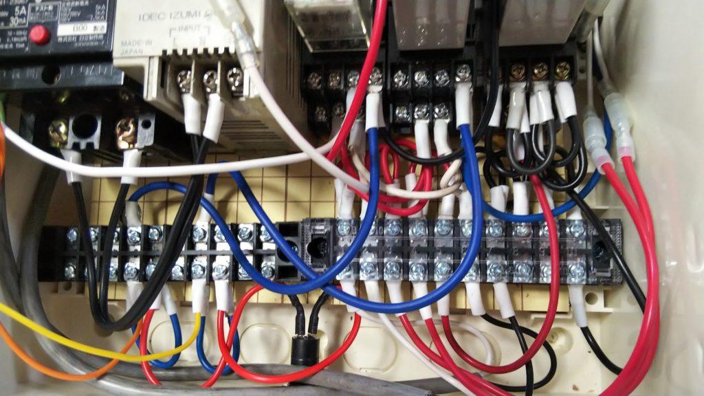 端子台~R1⑨、T1⑨への接続の写真