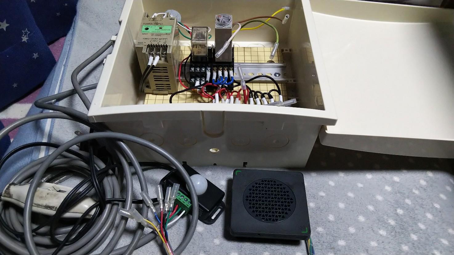 リレー回路装置の写真