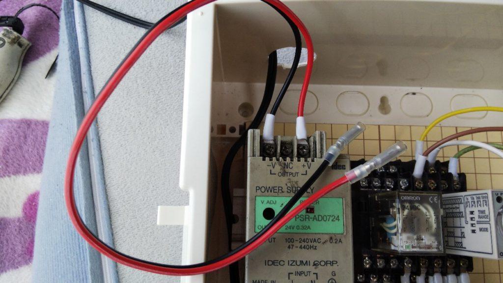 電源取り用のコードの写真