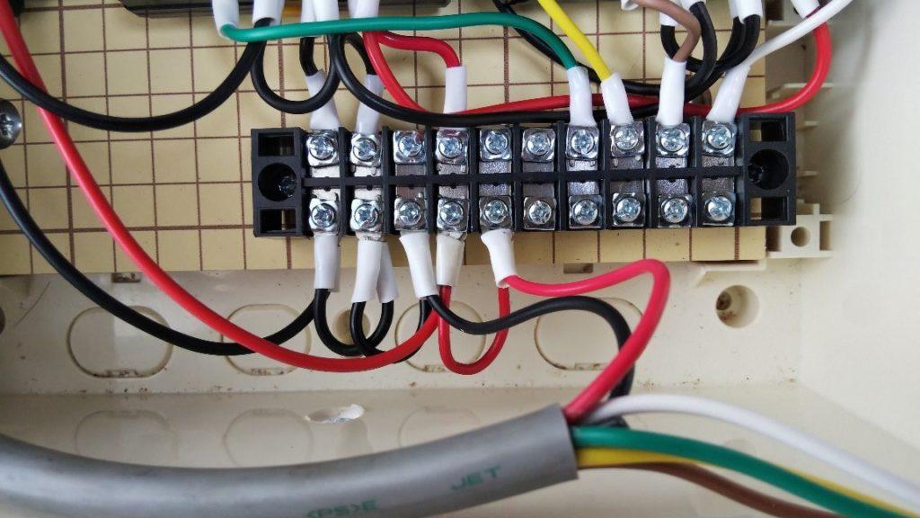 電源接続の写真