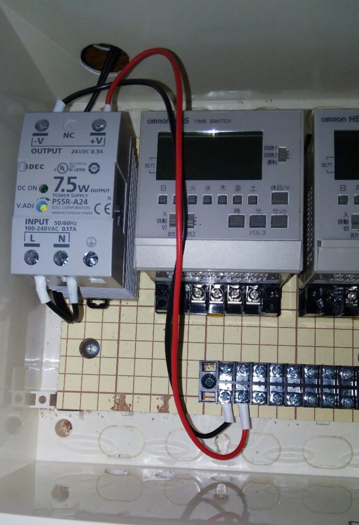 パワーサプライから端子台への接続の写真