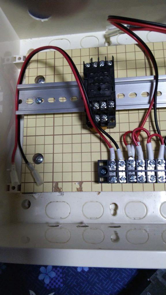 12V電源用コードの写真