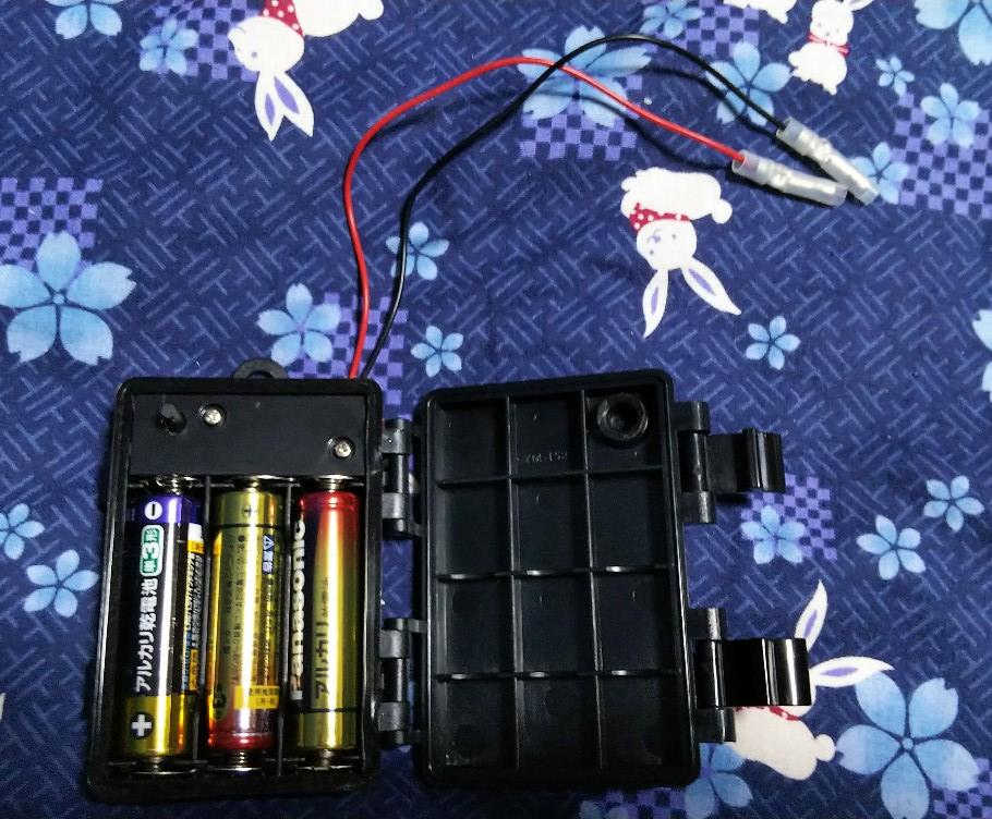 電池3個入れた様子の写真