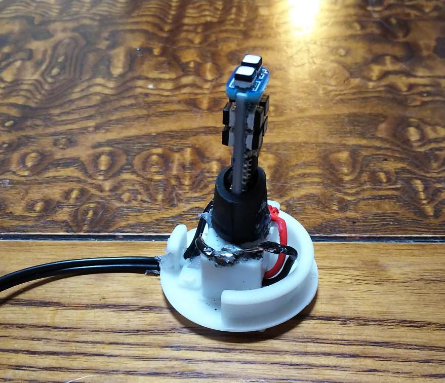 LEDバルブをセットした様子の写真
