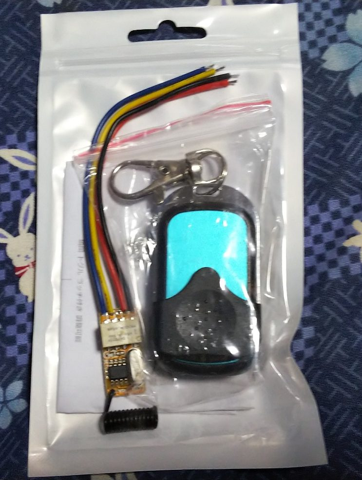 小型リモコンの写真