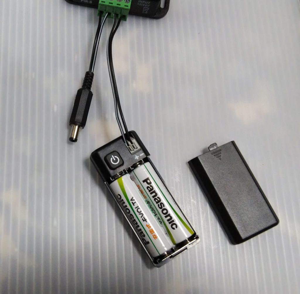 電池をセットした様子の写真