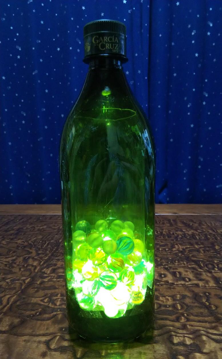オリーブオイル空き容器イルミネーション発光時の写真
