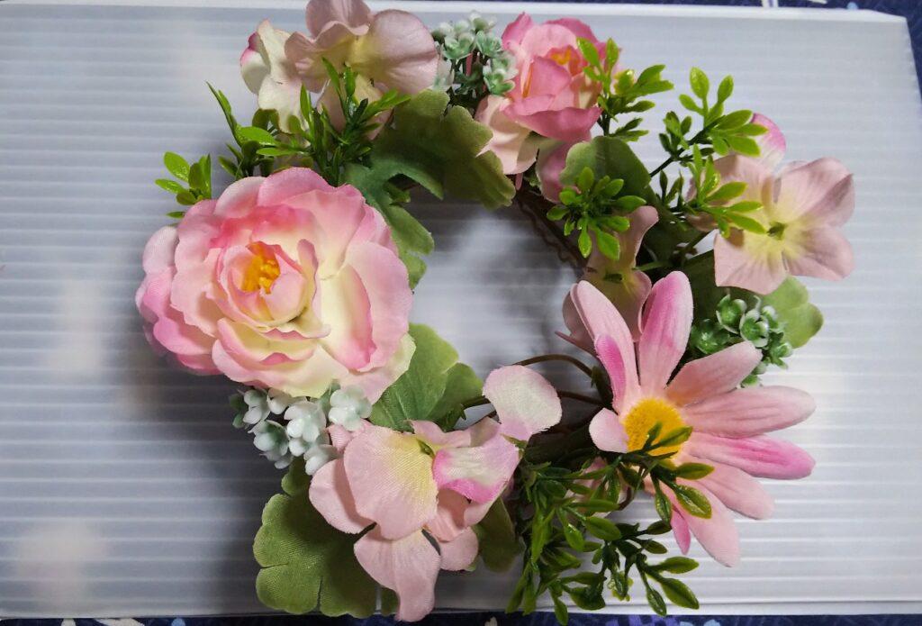 ダイソーの造花飾りの写真